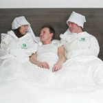 De profesión calienta camas…